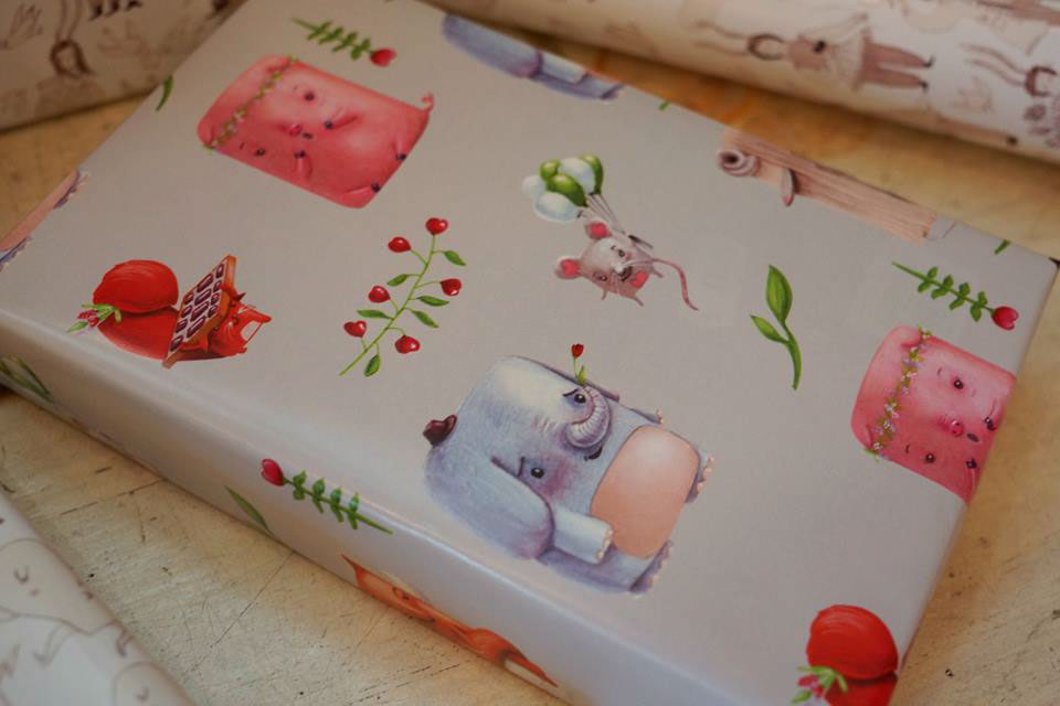 couple animals pattern gift wrapping